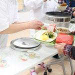 試食会で学校給食を味わう「つくばすこやか給食センター豊里」