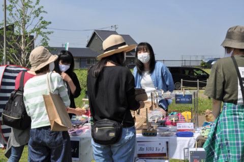 コミュニティセンター主催のフリーマーケット