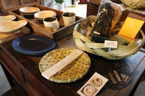 筑波山麓に活動拠点を置くさまざまな作家の作品が展示・販売されていました