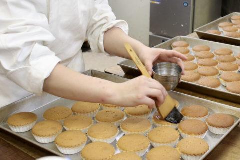 ケーキのほかにも、焼き菓子やゼリー、マカロン、トリュフなども種類豊富にラインナップ